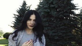 красивейшие детеныши женщины парка акции видеоматериалы