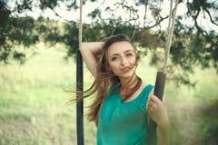 красивейшие детеныши женщины портрета outdoors Стоковые Изображения RF