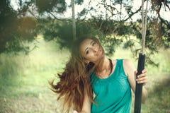 красивейшие детеныши женщины портрета outdoors Стоковое Фото