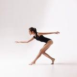 красивейшие детеныши женщины танцора Стоковое Изображение RF