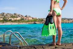 красивейшие детеныши женщины snorkel бикини Стоковые Фотографии RF