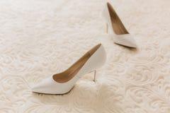 Красивейшие женские ботинки на белой предпосылке Стоковое фото RF