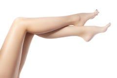Красивейшие женские ноги после депиляции Здравоохранение, забота ноги, обработка rutine Курорт и epilation Стоковые Изображения