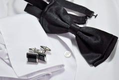 Запонки для манжет и белая рубашка Стоковые Изображения RF