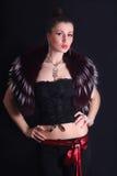 красивейшие одетьнные стильно детеныши женщины Стоковая Фотография RF