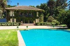 Красивейшие дом и задворк Стоковое Фото