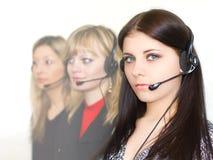 красивейшие операторы девушок телефонируют детенышей стоковые изображения
