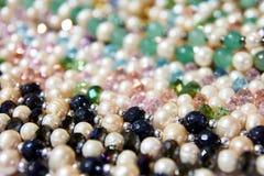 красивейшие перлы Драгоценная статья красит различно много стоковая фотография