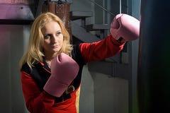красивейшие перчатки девушки бокса Стоковое Изображение RF