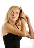 красивейшие расчесывая волосы девушки Стоковая Фотография RF