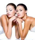 красивейшие сексуальные 2 женщины стоковое изображение rf
