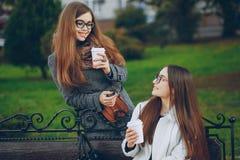 красивейшие сестры 2 стоковая фотография rf