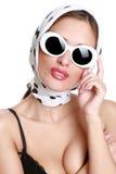 красивейшие солнечные очки портрета девушки стоковое изображение rf