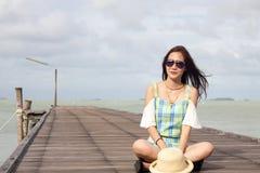 красивейшие солнечные очки девушки стоковое фото