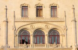 красивейшие старые окна стоковые фото