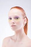 красивейшие с волосами красные детеныши женщины Стоковая Фотография
