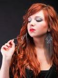 красивейшие с волосами симпатичные красные детеныши женщины redhead стоковая фотография rf