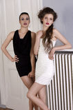красивейшие черные девушки платья белые стоковое фото