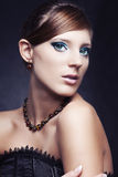 красивейшие черные ювелирные изделия девушки платья Стоковое Изображение RF