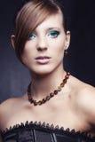 красивейшие черные ювелирные изделия девушки платья Стоковые Изображения RF