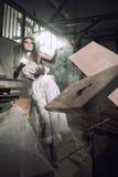 красивейшие fairy ручки бросая женщину Стоковые Фотографии RF