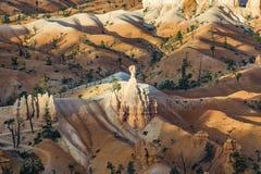 Красивейший ландшафт в каньоне Bryce с пышным каменным forma Стоковая Фотография RF