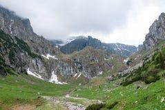 Красивейший ландшафт горы зимы Румынские Карпаты Стоковые Фотографии RF