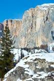 Красивейший ландшафт утесистой горы зимы. Стоковое Изображение RF