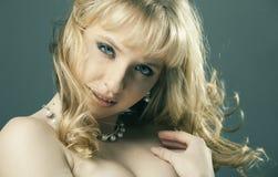 красивейший белокурый портрет волос девушки Стоковая Фотография