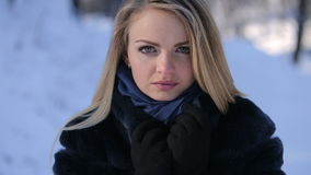 красивейший белокурый портрет девушки видеоматериал