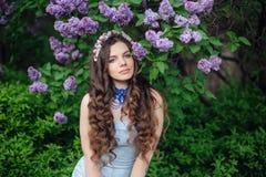 красивейший венок женщины цветка Стоковая Фотография