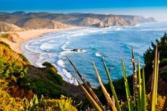 красивейший взгляд береговой линии скалы Стоковое Фото