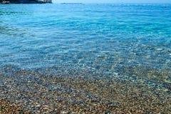 красивейший взгляд моря Штиль на море берегом Очистите Pebble Beach Адриатическое море Черногория Стоковое Изображение RF