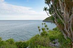 Красивейший взгляд свободного полета/моря скал Стоковые Изображения RF