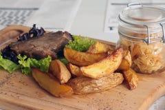 красивейший вкусный стейк свинины Стоковое Фото