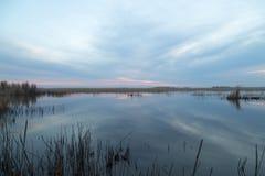 красивейший восход солнца озера Стоковые Изображения