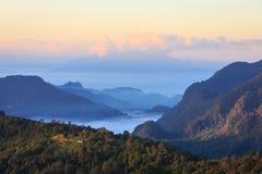 красивейший восход солнца лета гор ландшафта стоковая фотография rf