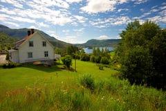 Красивейший дом в идилличном ландшафте Стоковое фото RF