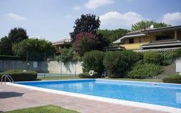 Красивейший дом с плавательным бассеином Стоковые Изображения