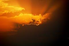 красивейший драматический заход солнца неба Стоковая Фотография RF
