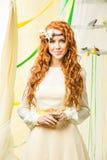 красивейший желтый цвет девушки платья Стоковые Изображения RF
