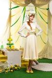 красивейший желтый цвет девушки платья Стоковая Фотография