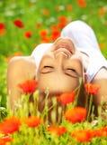 Красивейший женский класть на хранят цветок, котор Стоковые Фото