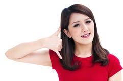 красивейший жест звонока делая мной детенышей женщины Стоковое фото RF