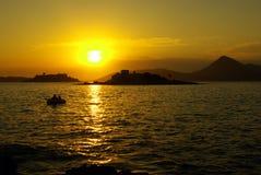 красивейший заход солнца взморья montegro шлюпки Стоковое Фото