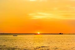 Красивейший заход солнца и море Небо захода солнца вечера с аурой на море, утреннем времени, изображении для специальной поздрави Стоковое фото RF