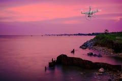 Красивейший заход солнца и море Небо захода солнца вечера с аурой на море, утреннем времени, изображении для специальной поздрави Стоковые Фотографии RF