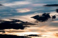 красивейший заход солнца неба 1 предпосылка заволакивает пасмурное небо Стоковое Изображение RF