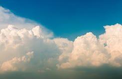 красивейший заход солнца неба 1 предпосылка заволакивает пасмурное небо Стоковое фото RF