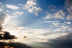 красивейший заход солнца неба 1 предпосылка заволакивает пасмурное небо Стоковая Фотография